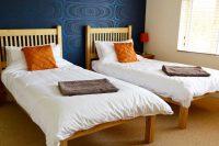 Room 4, Twin
